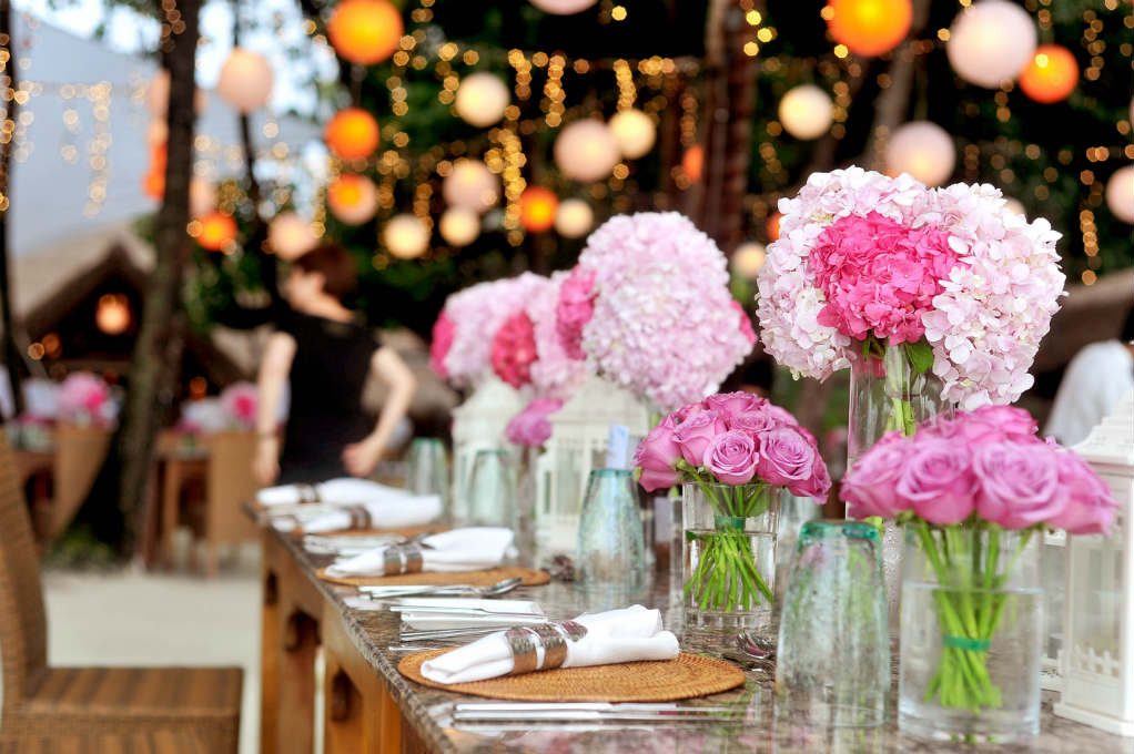 Spring-wedding-trends-bouquet-table-colours-sarah-young-Growth-gurus